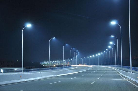 Многие жители привыкли видеть светодиоды исключительно в качестве рекламных композиций или подсветки зданий. Но из них также можно создать и уникальные украшения.